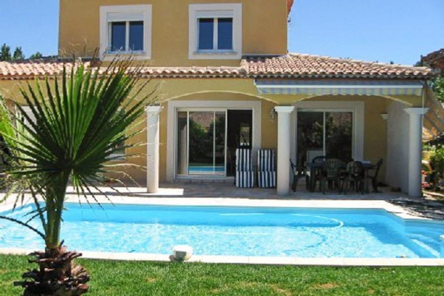 Villa  avec  piscine sécurisée au bord de la mer  dans  une impasse  très calme