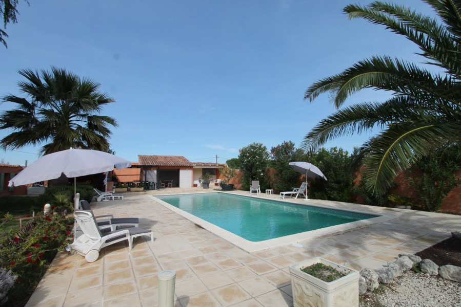 Location vacances Arles -  Maison - 10 personnes - Barbecue - Photo N° 1