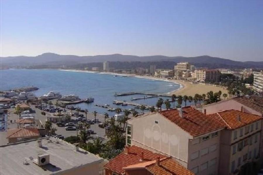 Situation idéale près du centre et de la plage, vue mer, piscine, parking, wifi.