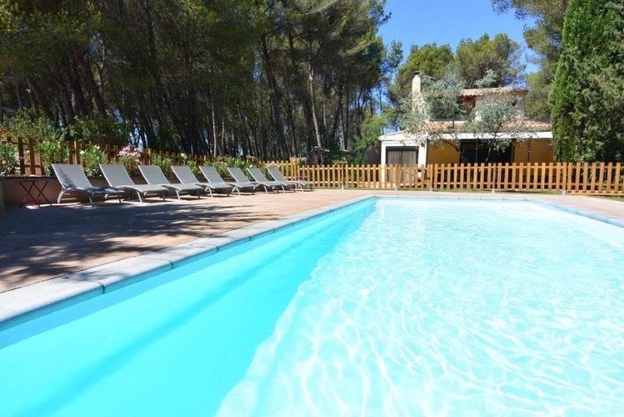 Mas provençal Lis Aubre, 5 chambres climatisé avec jardin, piscine chauffée, entre Alpilles et Lubéron