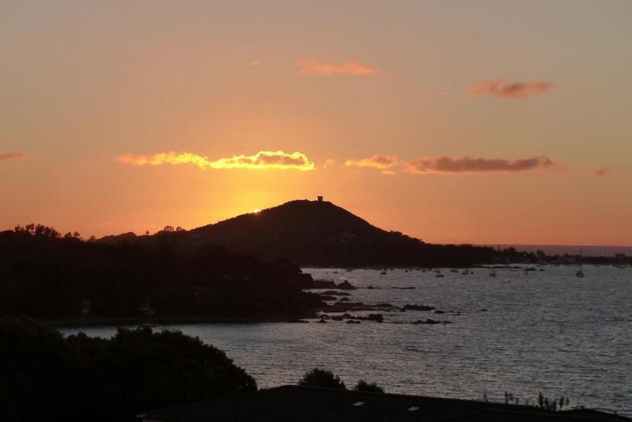 Soleil couchant :  vue sur la  terrasse (GPS 41°50