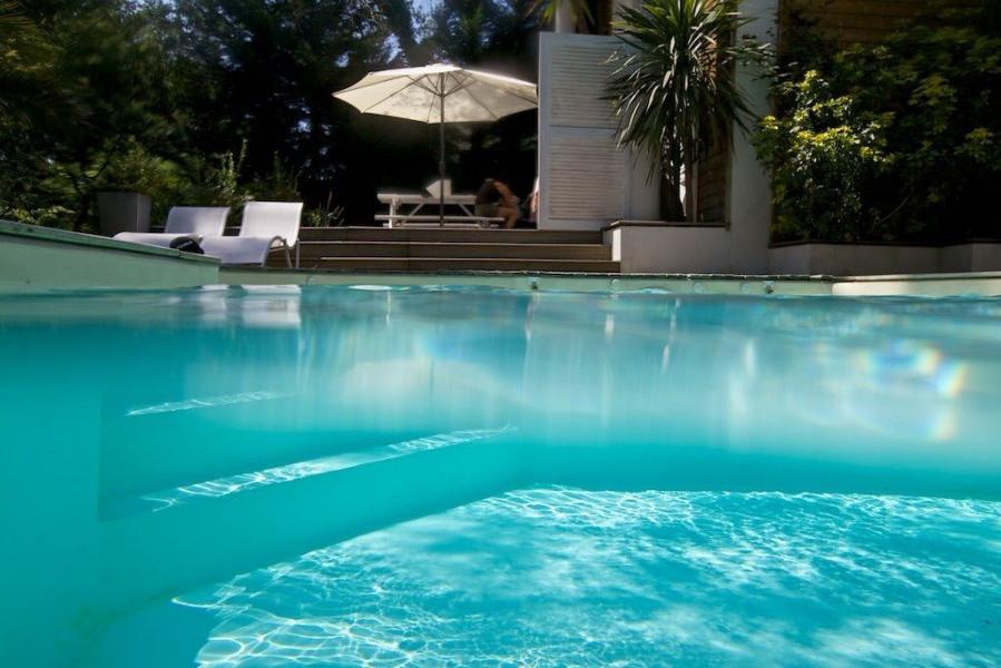 Très bel appartement piscine chauffée dans maison archi-porte de Biarritz, dans parc château