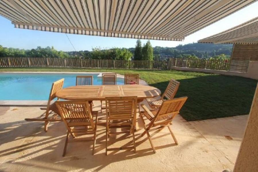 Maison climatisée,calme, vue sur Sarlat et 5 mn à pied, piscine 13m chauffée