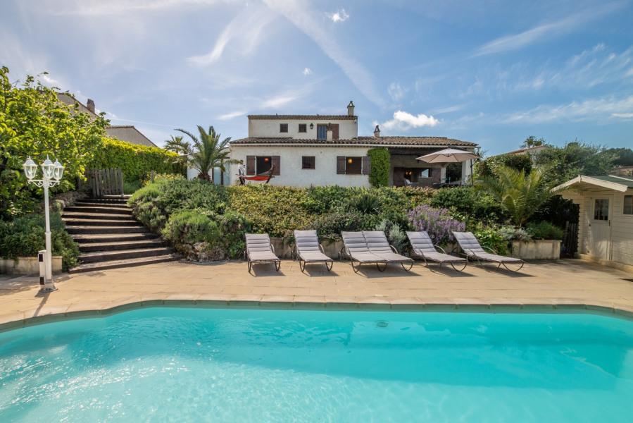 "The Mas ""Carpe Diem"" is a spacious holiday house facing southward..."