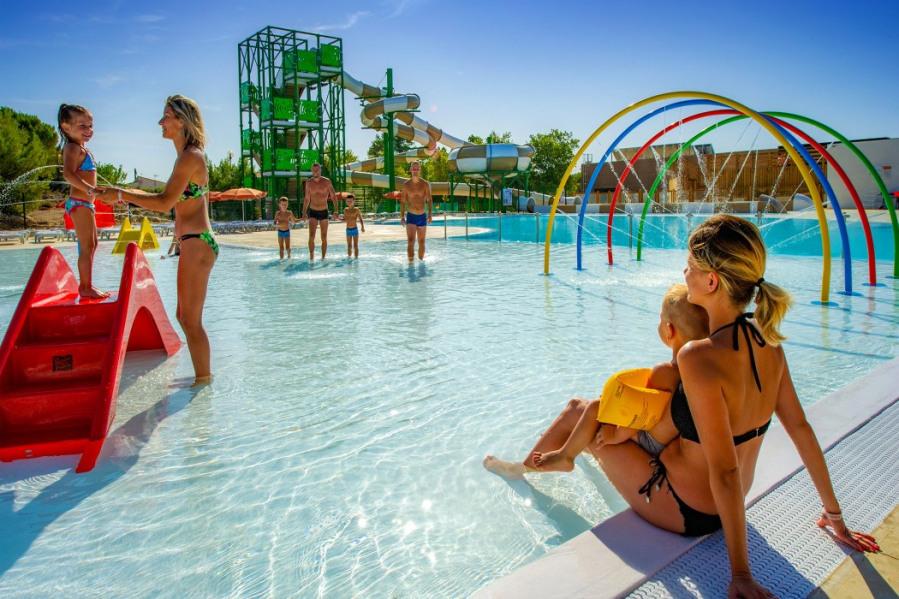 Location vacances Narbonne -  Camping - 1 personnes - Court de tennis - Photo N° 1