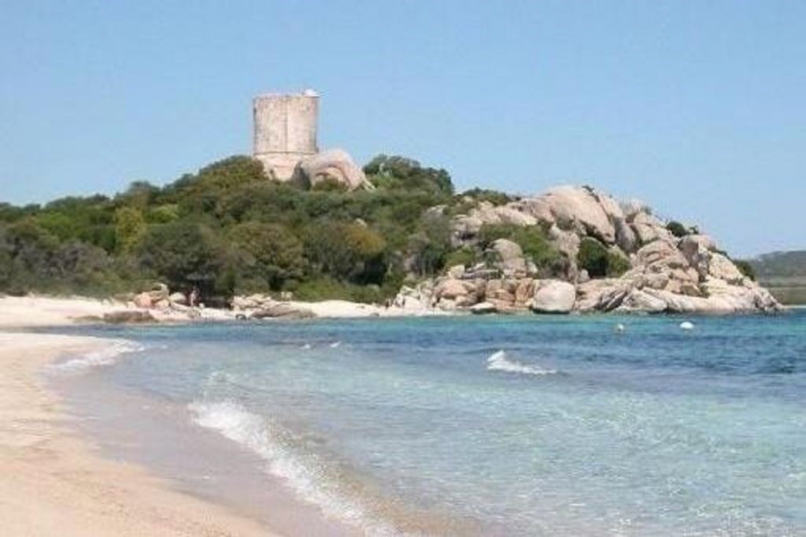Petite villa au bord de mer à 300m des plages
