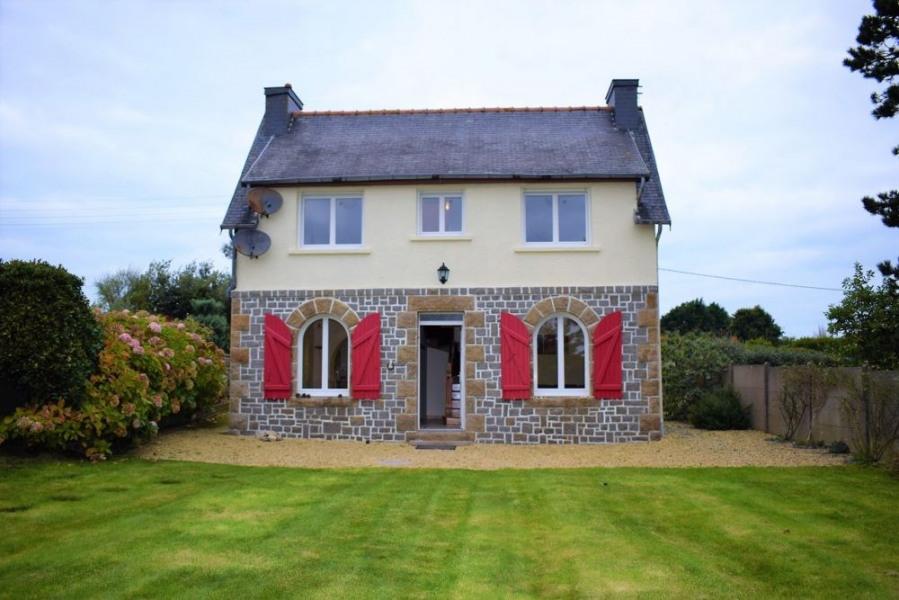 Maison bretonne rénovée avec WIFI et jardin clos à LANDRELLEC