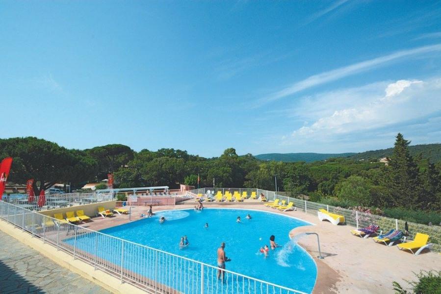 Bungalow Luxe 6 personnes - Le camping se situe dans un parc de 31 hectares planté de chênes et de pins parasols cent...