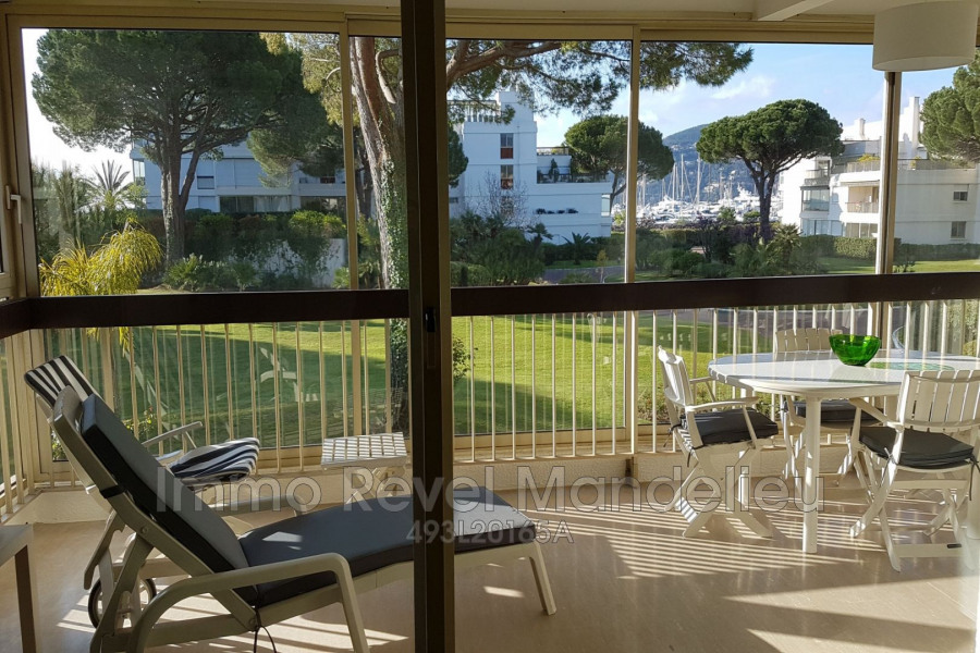 Location vacances Mandelieu-la-Napoule -  Appartement - 4 personnes - Ascenseur - Photo N° 1