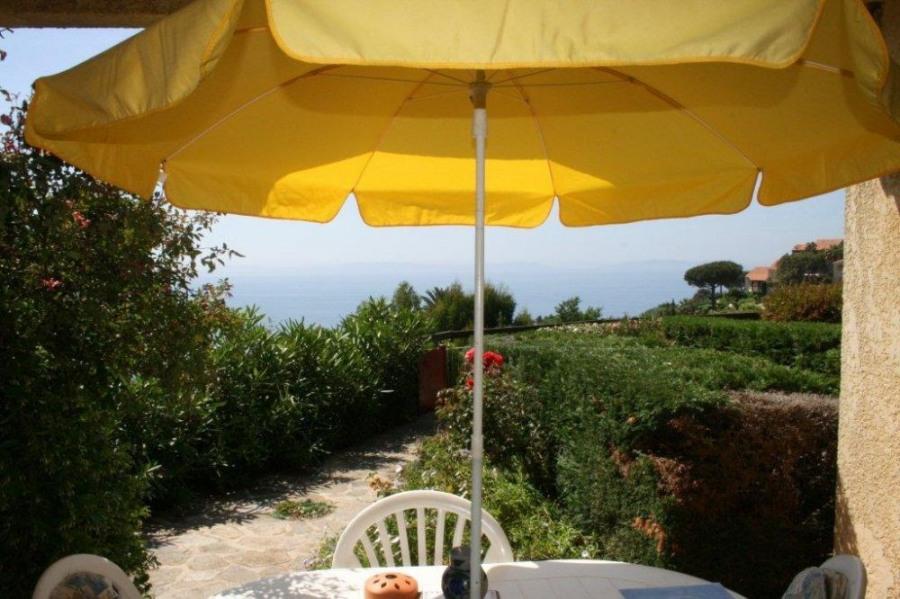 Bel appartement dans résidence privée avec grand jardin, magnifique vue mer