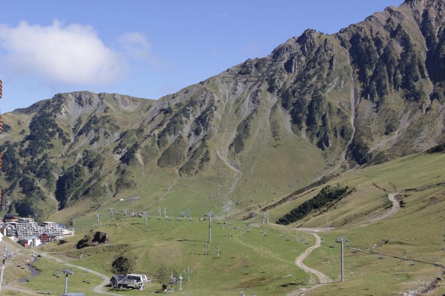 la station, les pistes, la montagne.