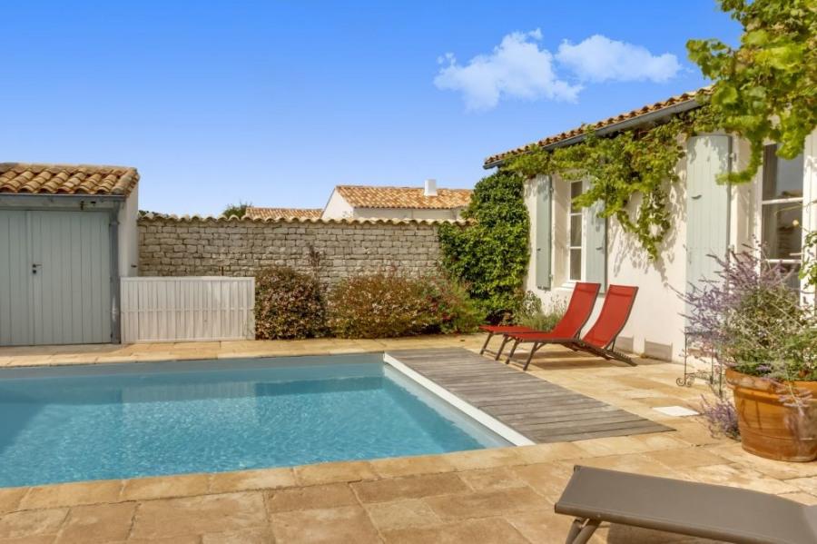 squarebreak, Villa avec deux maisons et une piscine, à Loix, su