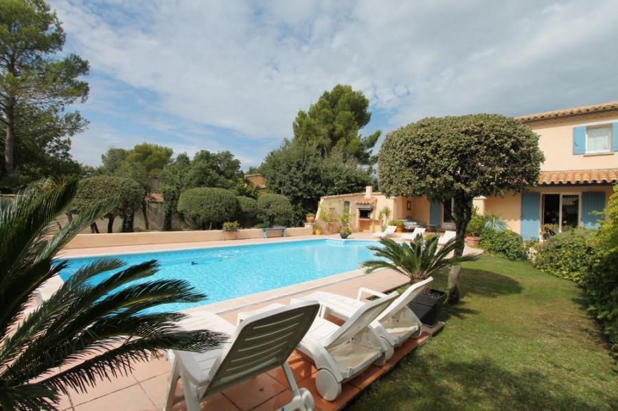 Le Bosquet est une maison de vacances typiquement provençale, située dans le beau village de Saint Didier (Vaucluse -...