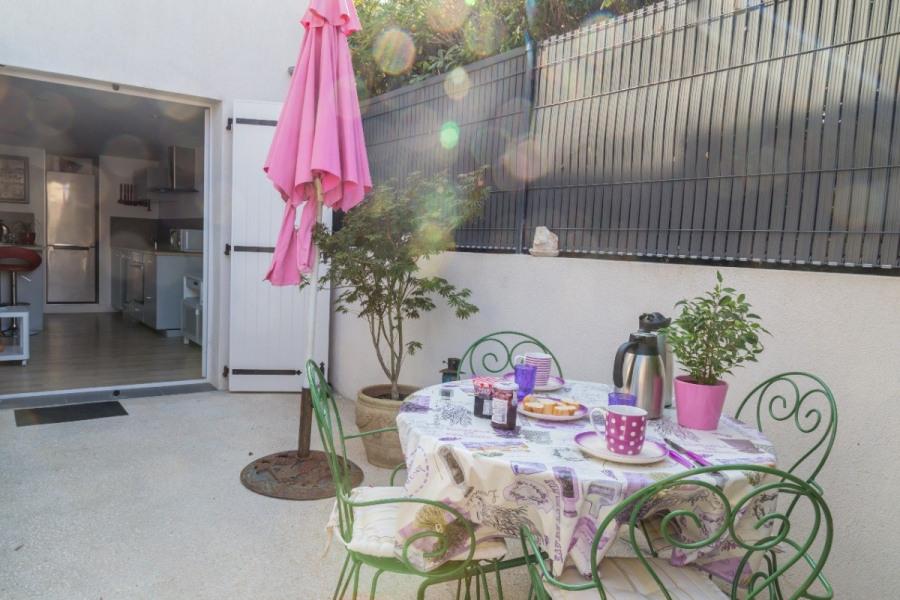 Appartement 38 m2, climatisé, immeuble de standing, terrasse, 3 personnes, accès direct plage Six Four les Plages Var