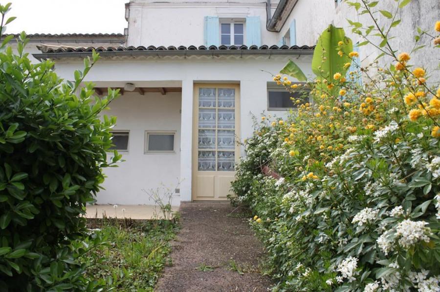Location vacances Saint-André-de-Lidon -  Appartement - 2 personnes - Salon de jardin - Photo N° 1