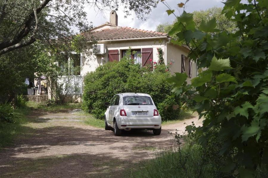 F2 indépendant dans villa