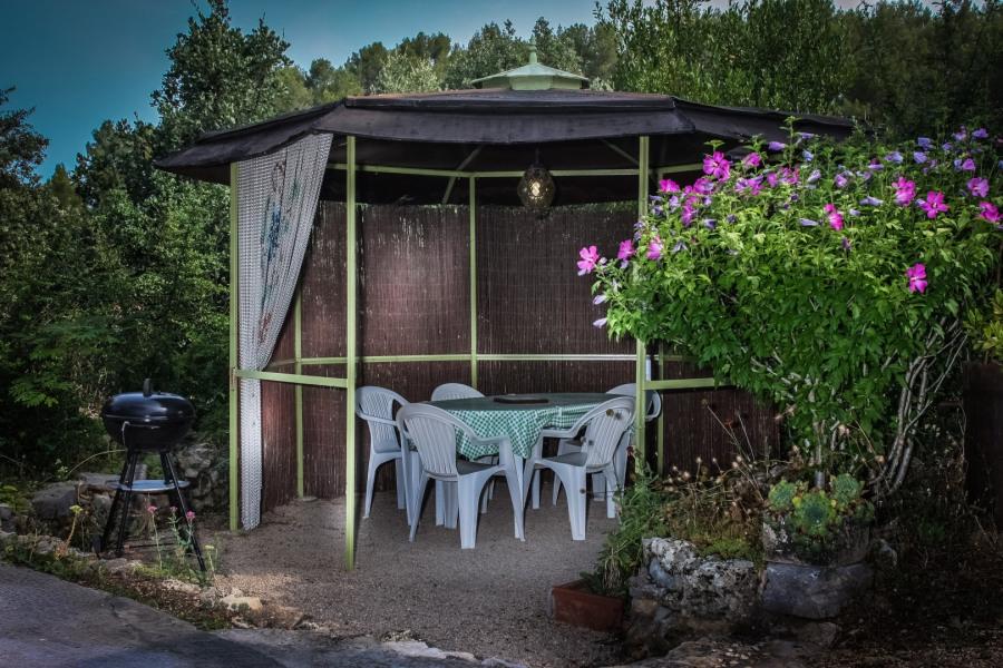 Loue Appartement Meublé 3*** 42M2 à rez de jardin dans villa