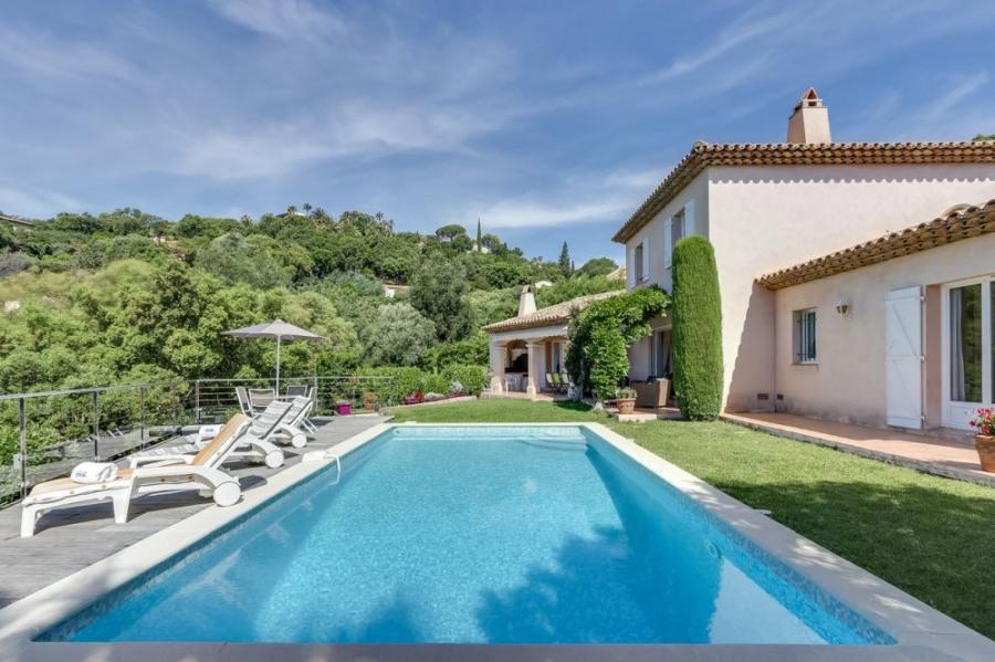 squarebreak, Villa provençale, piscine et vue mer, à Sainte-Max