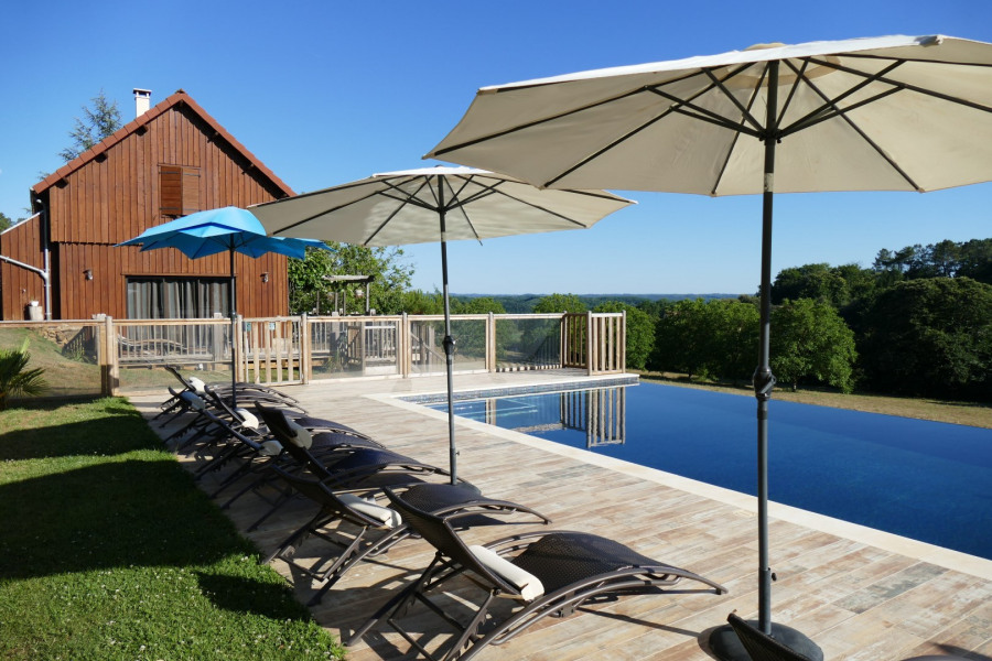 Le Séchoir (climatisé) Gîte de charme avec piscine privée chauffée, spa et sauna.