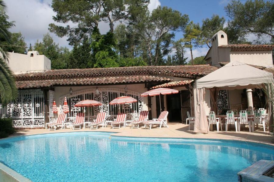 luxueuse Villa avec Piscine proche de Cannes .
