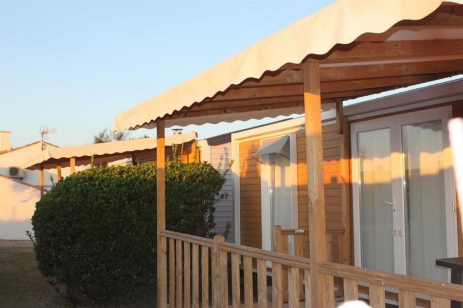 Le Camping*** Beau Séjour vous propose la location de mobil homes neufs pouvant accueillir jusqu'à 6 personnes et vou...