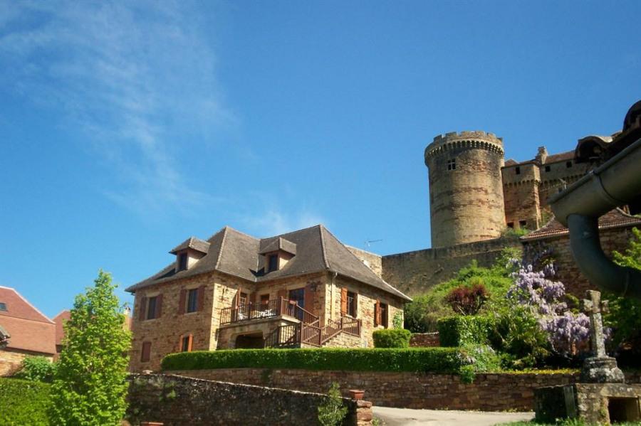 Au pied du château( la maison)