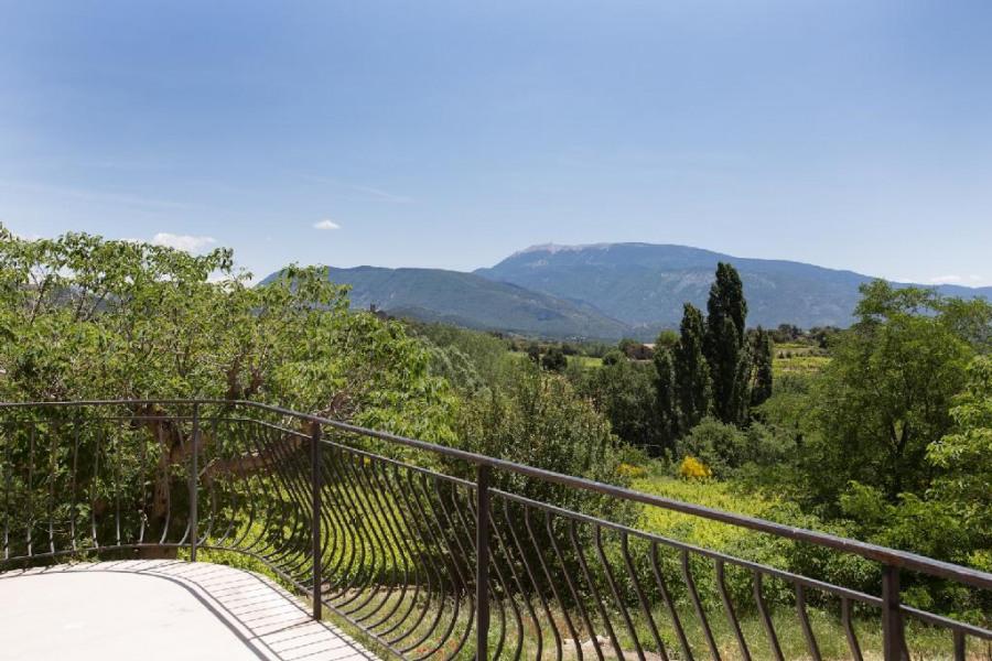 vue sur le Mont Ventoux  :de la terrasse