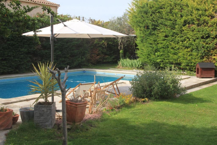 Holiday rentals Châteaurenard - House - 7 persons - BBQ - Photo N° 1
