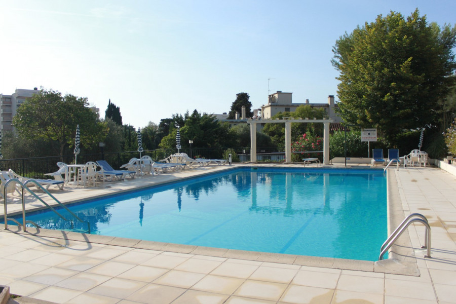 3 bedroom apartment  garden, swimming pool, tennis, nearby beaches