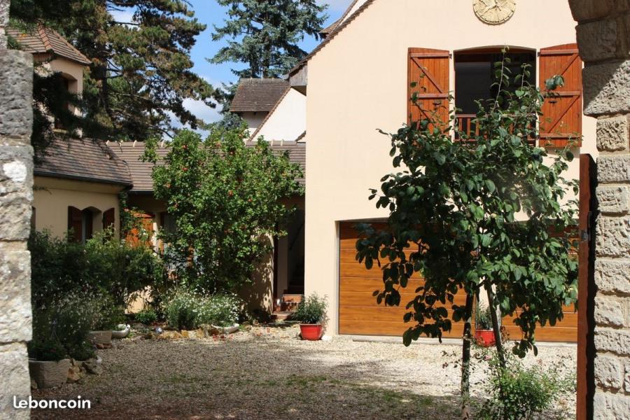 Gite A Thoiry (Yvelines) charmant gite d'environ 40 m2 meublé et équipé