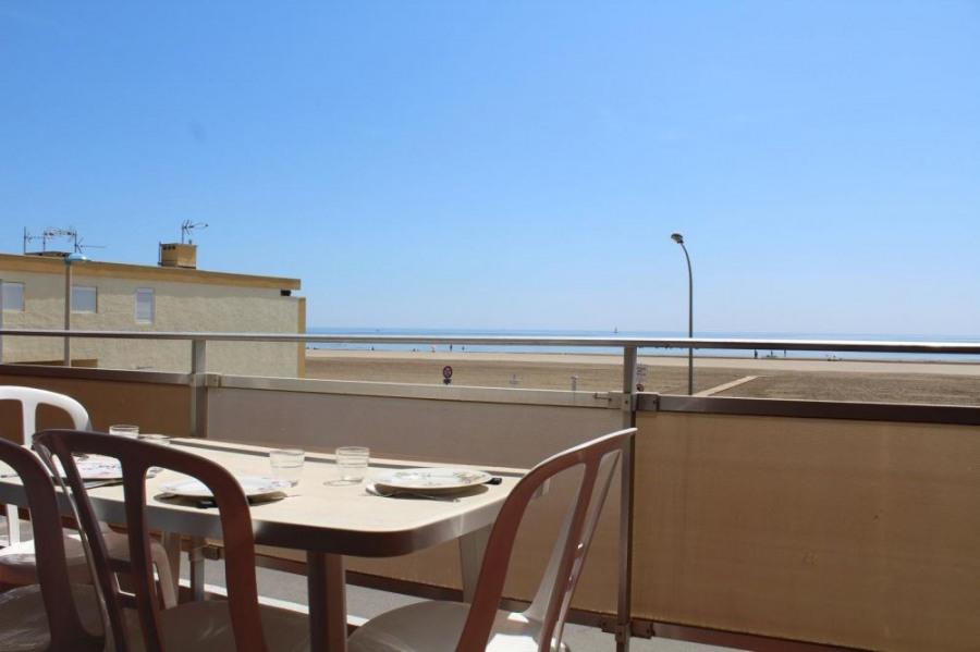 Appartement 2 pièces de 40 m² environ pour 4 personnes situées à 10 m de la plage et à 700 m du centre de la station,...