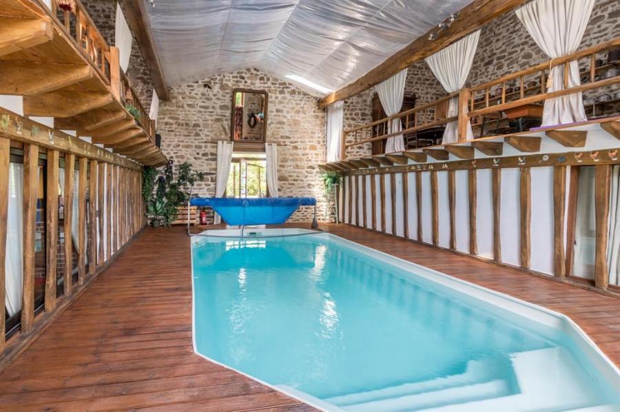 piscine intérieure privée chauffée