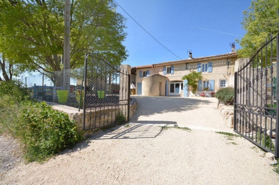 Location vacances Lambesc -  Gite - 6 personnes - Barbecue - Photo N° 1