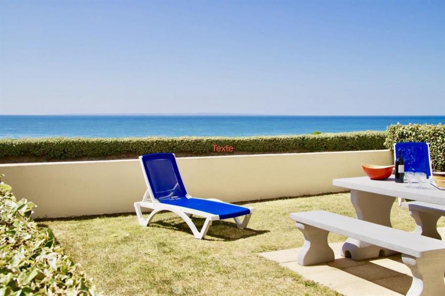 La terrasse avec sa vue magnifique sur la mer