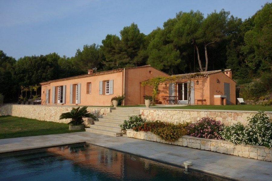 Provencal villa with private swimming pool and panoramic views
