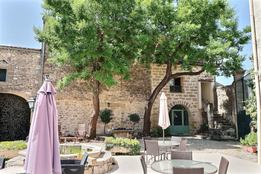 Location vacances Montaren-et-Saint-Médiers -  Appartement - 6 personnes - Barbecue - Photo N° 1