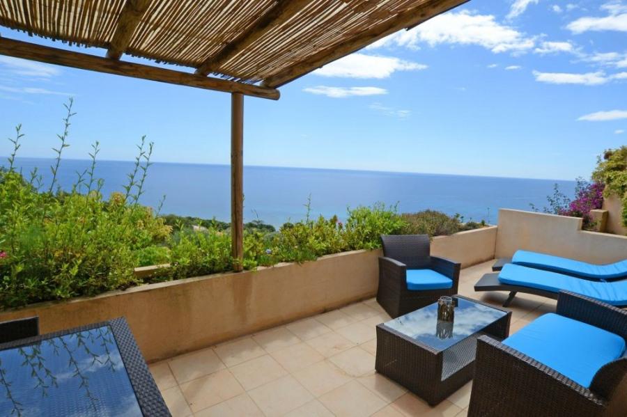 Magnifique location luxe 38 m2 dans villa vue mer pour 2 à 3 personnes