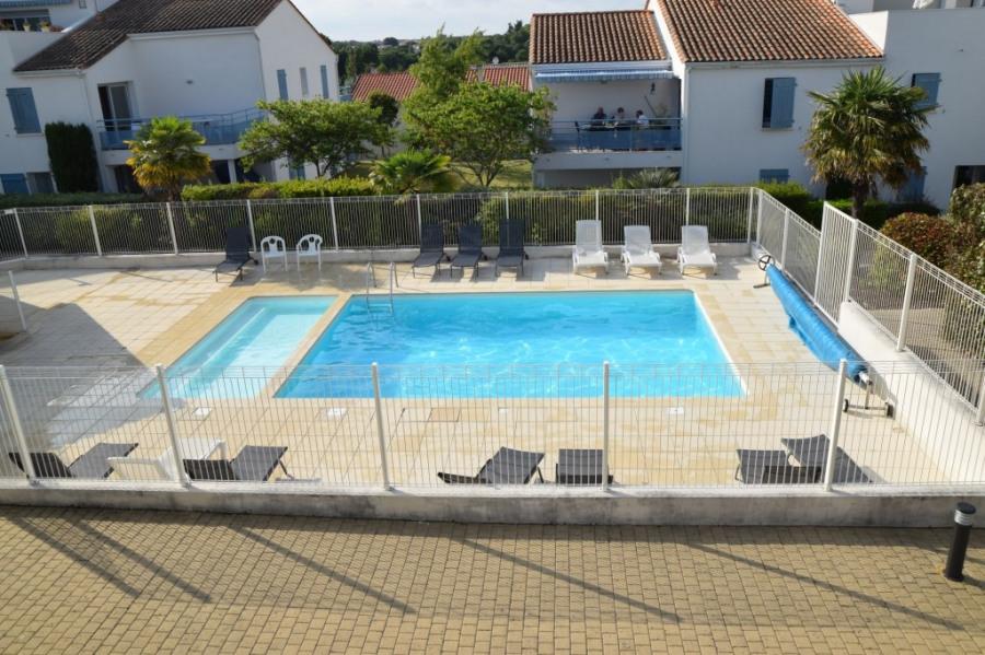 vu de la chambre sur la piscine