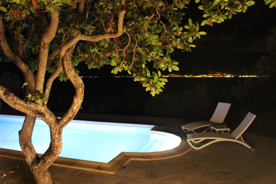 Villa  6 personnes avec piscine privée, dans un jardin privatif de 5000m2, vue panoramique sur le golfe d'Ajaccio
