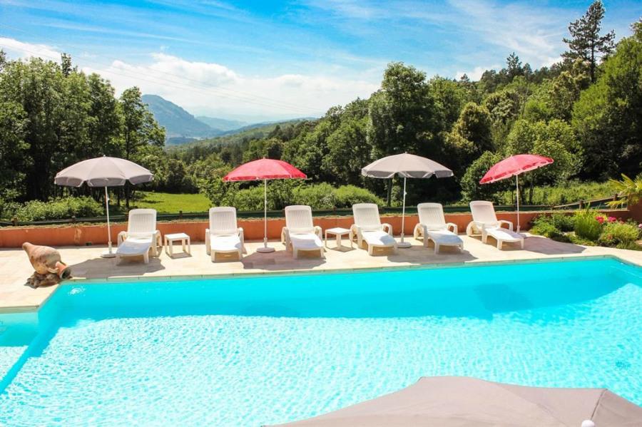 Maison de caractère pour 8 personnes lovée dans la nature avec piscine et vues magnifiques