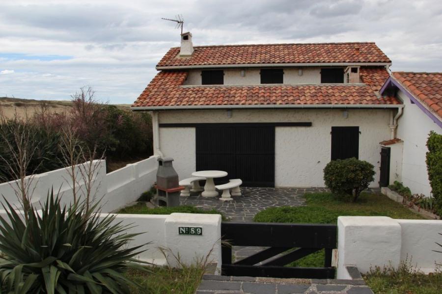 Partie de villa de 75 m² proche des arènes, située à 150 m de la plage surveillée des Bourdaines
