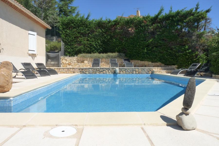 Villa pour 10 personnes à flanc de colline, exposition plein sud, sans vis à vis, avec piscine 10mX5m sécuriséee.