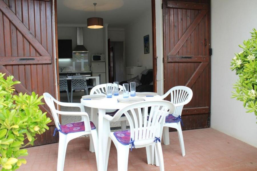 Pavillon 2 pièces de 35 m² environ pour 5 personnes situées à 250 m de la plage et à 500 m du centre de la station, d...