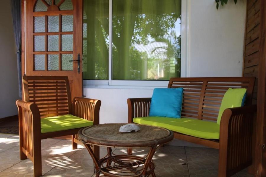 Location vacances L'Étang-Salé -  Appartement - 2 personnes - Salon de jardin - Photo N° 1