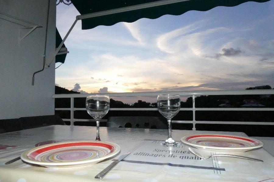 Depuis la terrasse de beaux couchers de soleil
