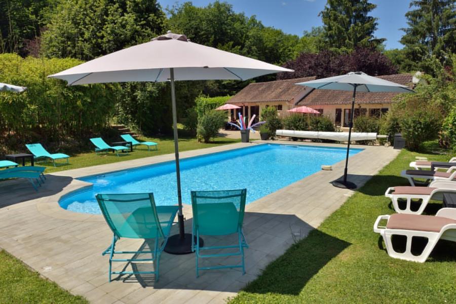 Gites avec étangs de pêche privés et piscine chauffée. - Sergeac