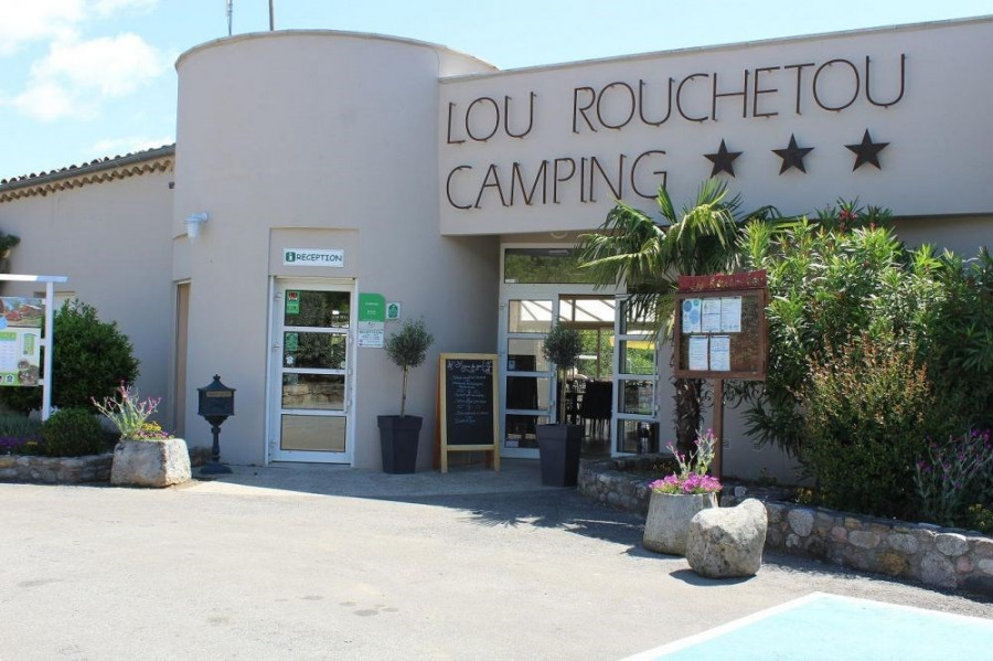 Camping Lou Rouchetou, 83 emplacements, 22 locatifs