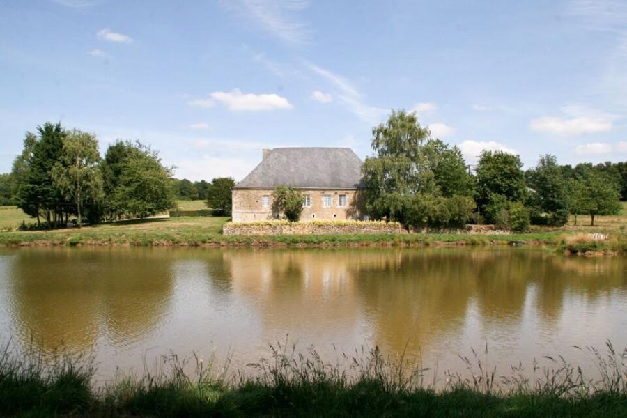 Gîte La Raminoiseà Artaise-le-Vivier - à 22 Km de Sedan Maison de caractère inscrite aux Monuments Historiques (compo...