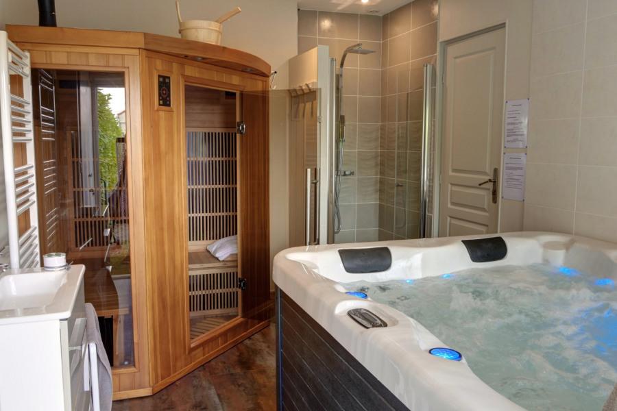 espace détente et bien-être avec spa et sauna