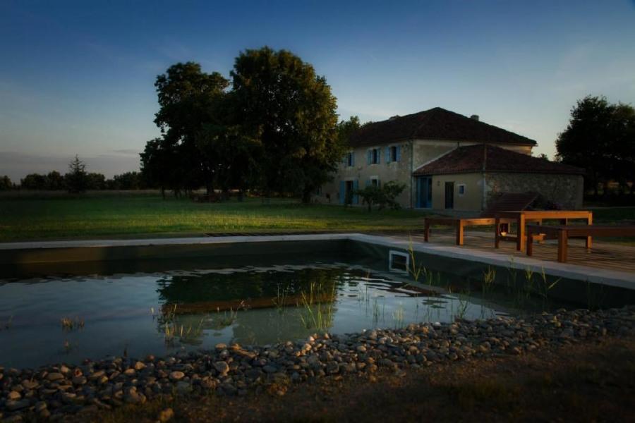 Domaine Au Perisson gite piscine